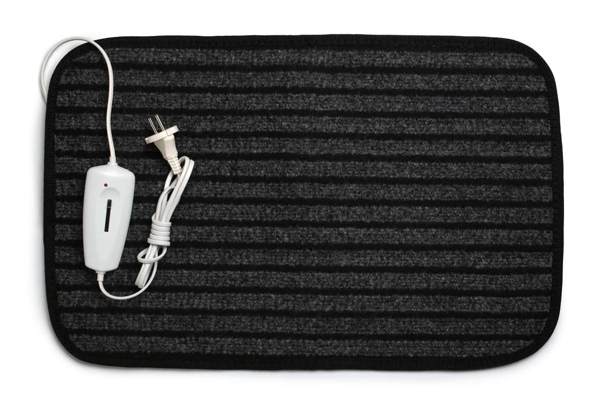 Black electric heating pad