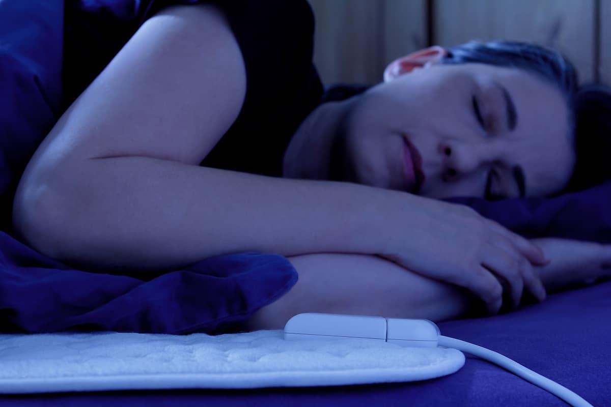 woman sleeping with heating pad